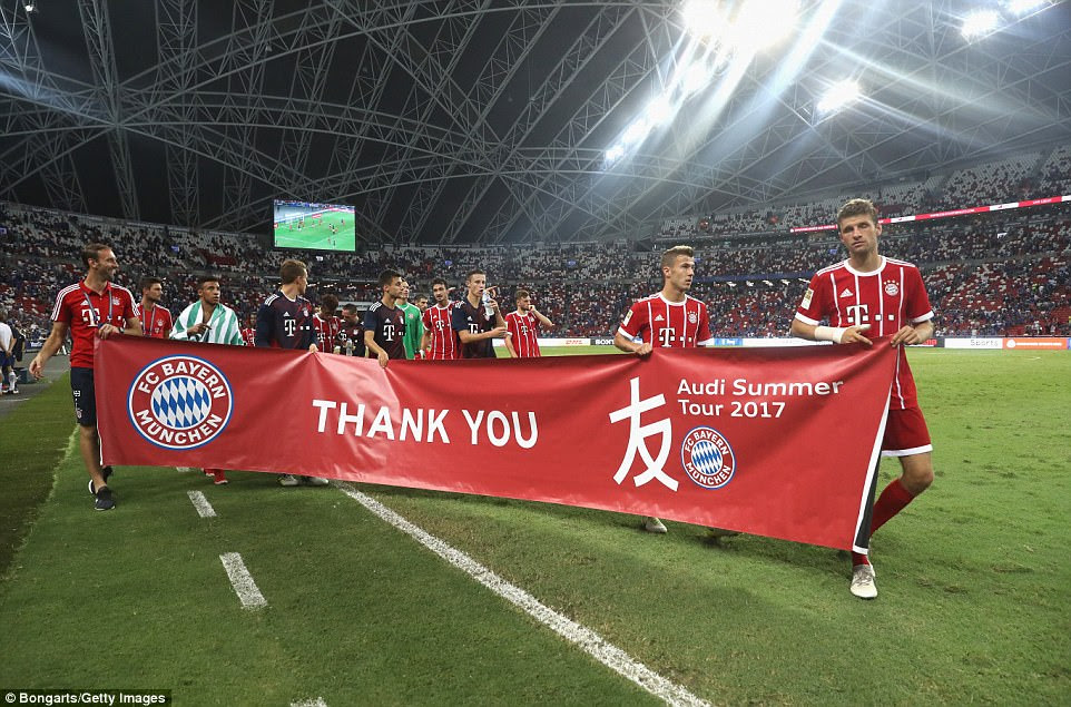 Bayern Munich pay tribute to the fans in Singapore after their 3-2 victory over Chelsea at the National Stadium
