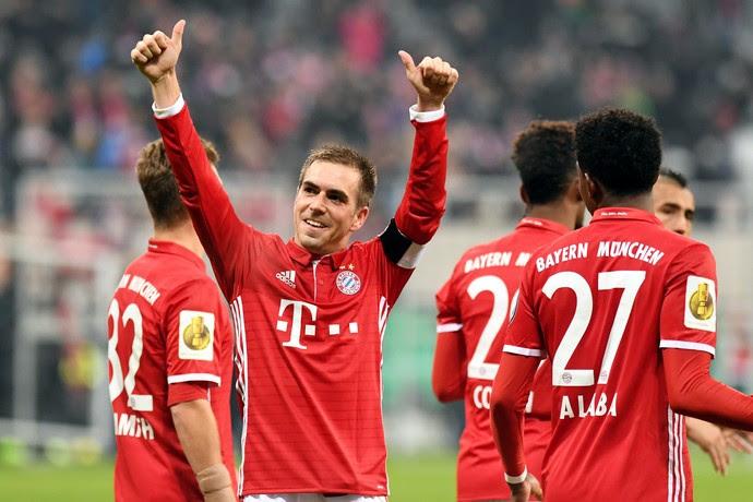 Lahm homenagem Bayern de Munique 500 jogos (Foto: Lukas Barth/EFE)