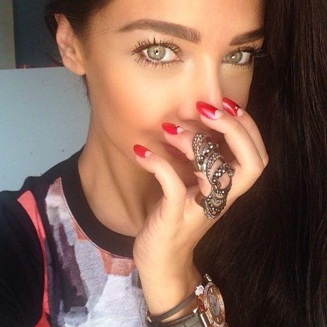 عيون مريم الساحرة