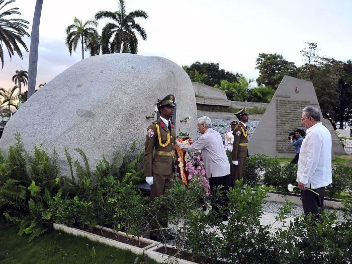 Nguyen Phu Trong depositó una hermosa ofrenda floral dedicada al líder la Revolución Cubana. Foto: Estudios Revolución