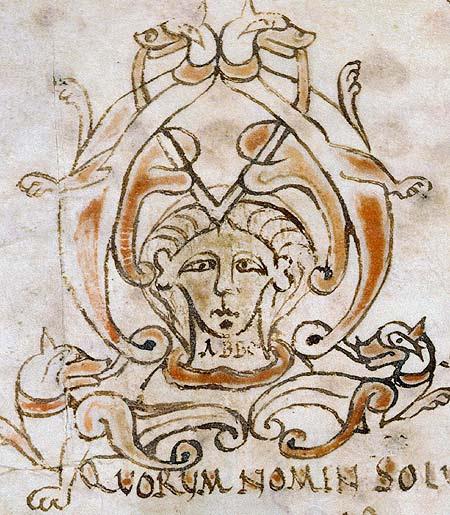 Visage peint en illustration d'un texte médiéval manuscrit