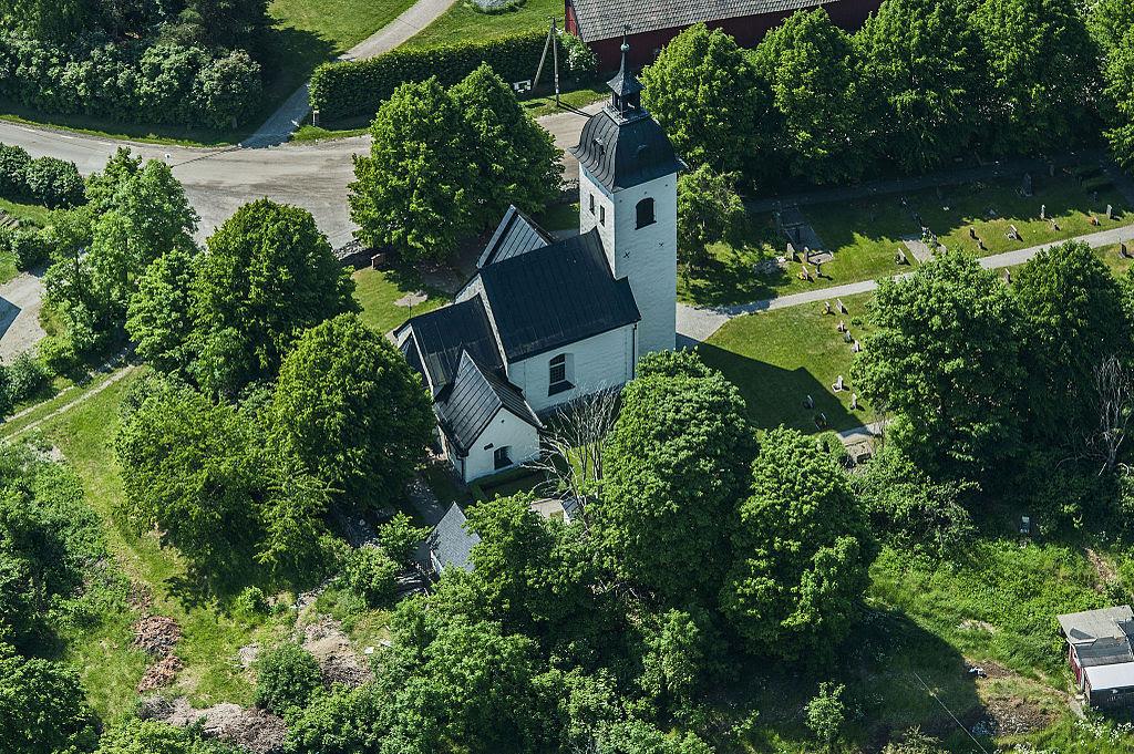 Hilles kyrka from luften.jpg
