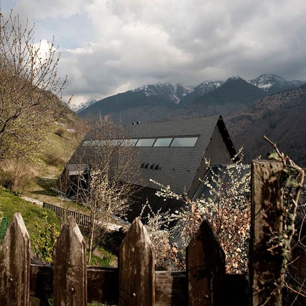 extraordinary-house-design-with-extraordinary-views-of-pyrenees-15.jpg