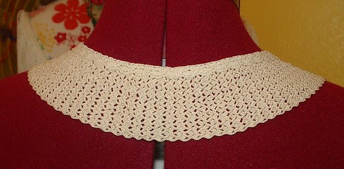 crochet collar with bobbin lace trim at top