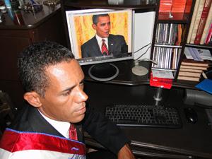 A semelhança física com o presidente americano é notada até pelos conterrâneos. (Foto: Alex Arújo/G1)