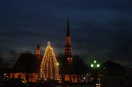 Heide weihnachtsmarkt st juergen und baum schwarz 07.12.2009 18-53-36