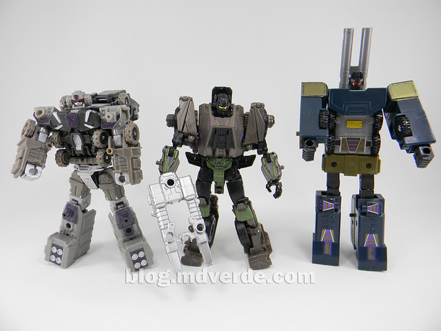 Transformers Onslaught Generations Fall of Cybertron - SDCC Exclusive - modo robot vs Universe vs G1