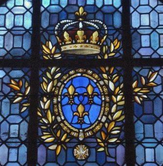 Armes de France - Vitrail de l'une des cryptes de Saint-Denys