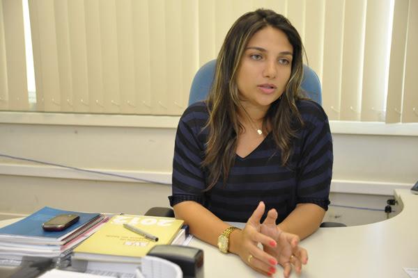 Juliana Araújo explica que há critérios técnicos rígidos para uso de carros-fumacê no combate à dengue