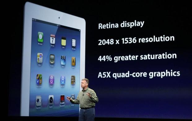 O vice-presidente da Apple Phil Schiller mostra as novas funções do iPad (Foto: Robert Galbraith/Reuters)