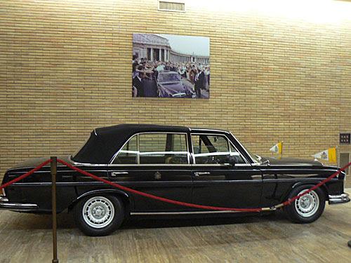 voiture moderne pape.jpg