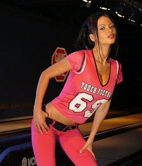 Famous Girls Wearing Sports Jerseys (15 pics)