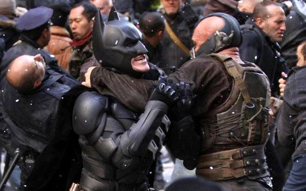 Batman (Christian Bale) takes on Bane (Tom Hardy) during filming of THE DARK KNIGHT RISES in New York City in November, 2011.