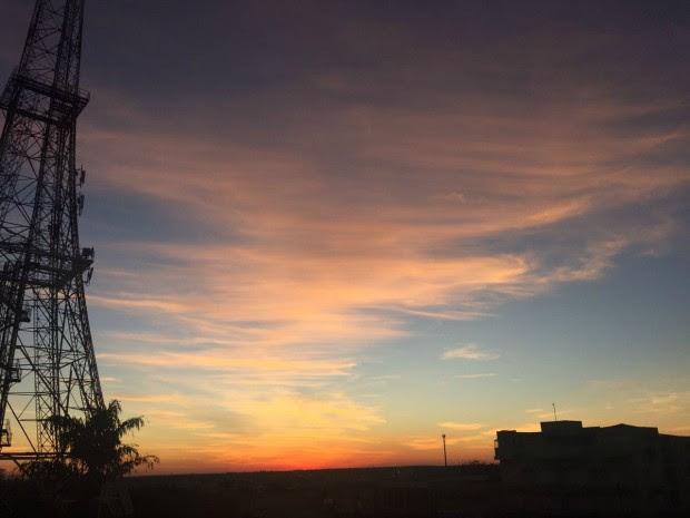 Céu de Campo Grande na tarde deste sábado (16) (Foto: Gabriela Pavão/ G1 MS)