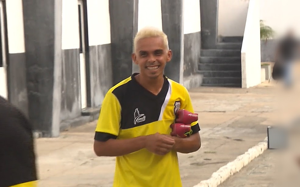 Jogador de futebol Fabiano Buchecha, ex-atleta do Treze, foi preso suspeito de envolvimento em explosão de bancos (Foto: Reprodução/TV Paraíba)