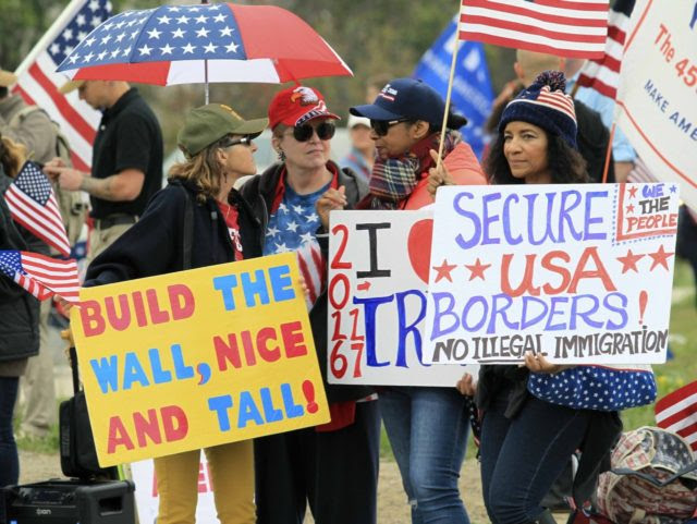 Pro-Trump anti-illegal immigration protesters (Bill Wechter / AFP / Getty)