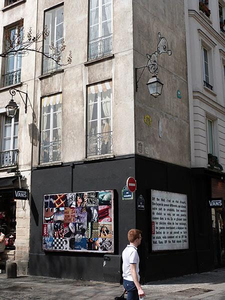 À l'angle de la rue Quincampoix.jpg
