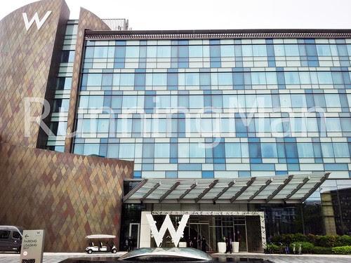 W Hotel Singapore 02 - Exterior Facade & W Fountain