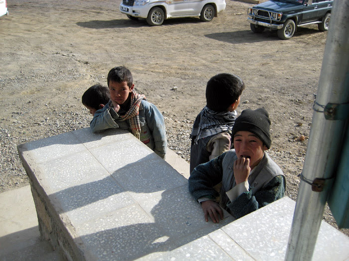Local kids in Bamian2