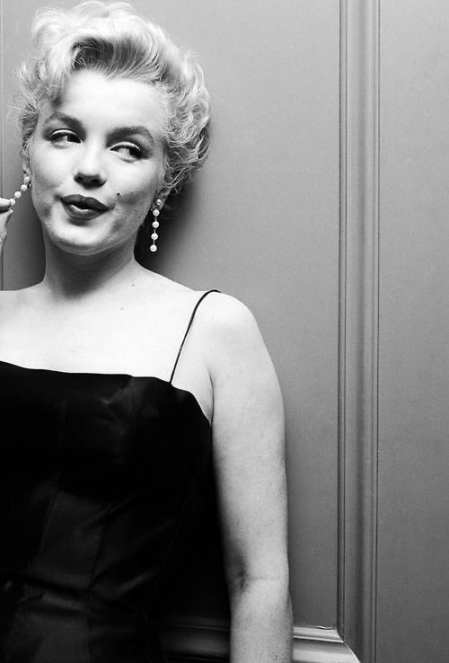 Marilyn Monroe photographed by Earl Leaf, 1956