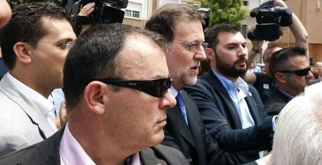 Mariano Rajoy a su llegada a la plaza del Ayuntamiento de Alfafar.- EUROPA PRESS
