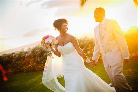 Real {Hawaii} Destination Wedding: Jocelyn   Frederick