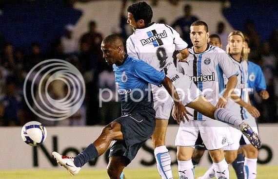 Gilberto marcou, mas Cruzeiro não venceu em casa