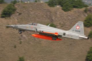 Boeing retira-se da concorrência Suíça que decidirá a substituição do F-5.