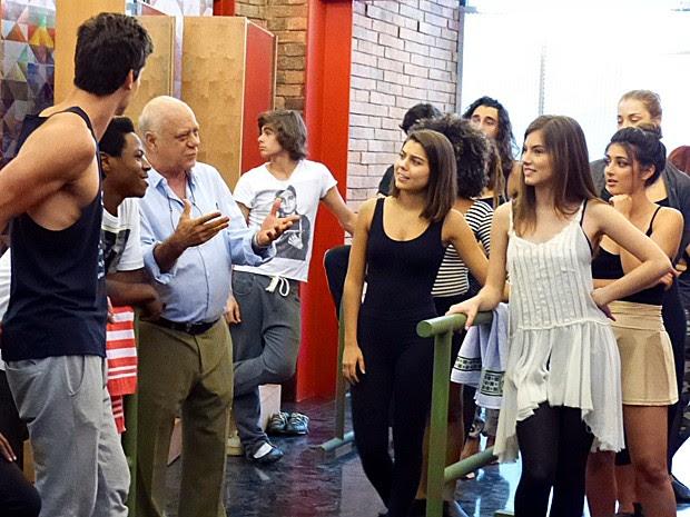 Santiago seleciona Lírio e Rico para serem os bailarinos do clipe de Sol (Foto: Cristina Cople / Gshow)