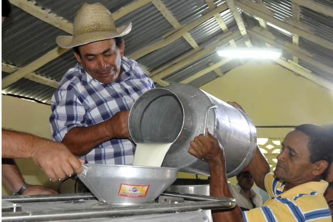 0818-Produccion-de-leche-Cuba.jpg
