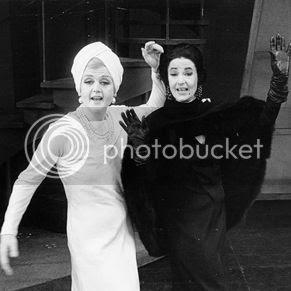 Angela Lansbury & Beatrice Arthur - Mame photo Angela_Lansbury_Beatrice_Arthur_zpse946844a.jpg