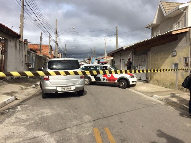 Homem tinha 40 anos e foi morto com pelo menos oito tiros (Foto: Daniel Corrá/TV Vanguarda)