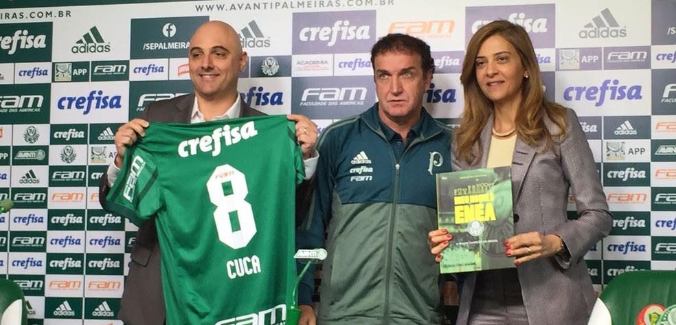Mauricio Galiotte, presidente do Palmeiras, técnico Cuca e Leila Pereira, patrocinadora do clube (Foto: Tossiro Neto)