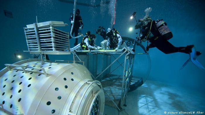 Tauchbecken im Europäischen Astronautenzentrum der ESA in Köln (Foto: Picture alliance/ J.W. Alker)