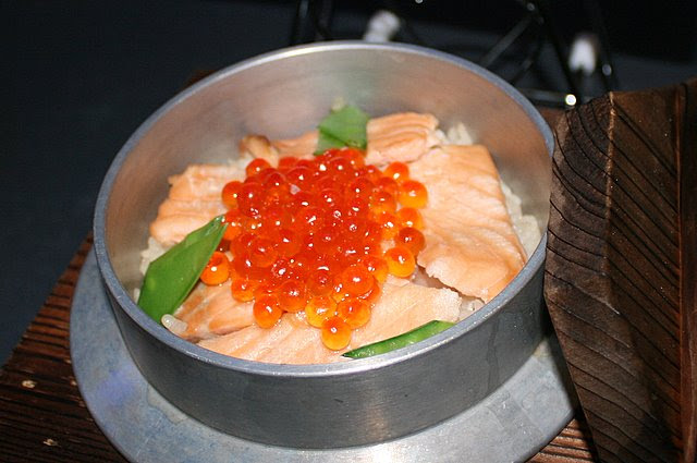 Salmon and roe kamameshi (iron pot rice)