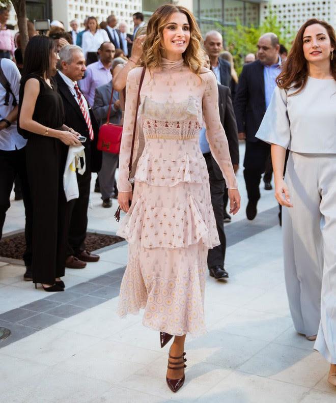 Ngoài Công nương Kate, còn có Hoàng hậu Rania của Vương quốc Jordan vừa xinh lại vừa mặc đẹp miễn chê - Ảnh 11.