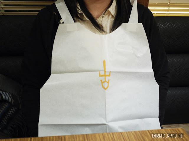紙做的圍兜兜