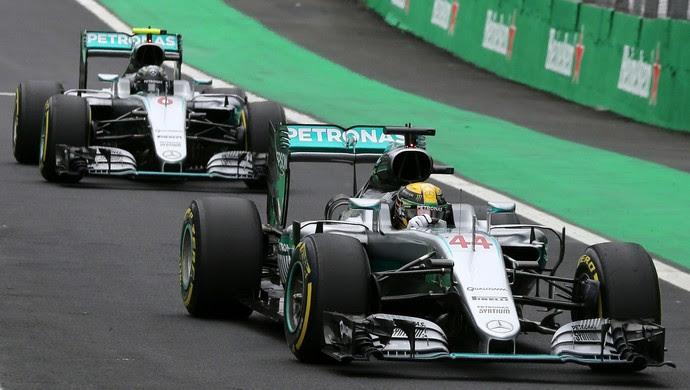 Lewis Hamilton e Nico Rosberg pole treino oficial GP do Brasil F1 (Foto: Reuters)