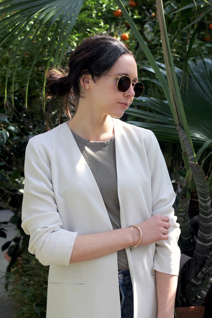 How To Wear White Jacket Minimalist Spring Outfit Eileen Fisher Silk Green Linen Tee Vintage Jeans Aviator Sunglasses Aviator Sunglasses Le Fashion Blog