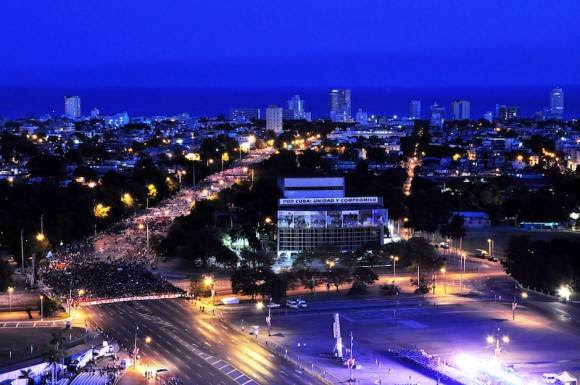 Amanecer en la Plaza de la Revolución, este Primero de Mayo. Foto: Roberto Garaicoa/ Cubadebate