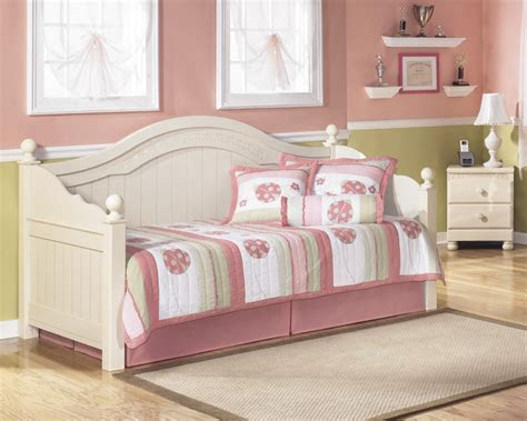 cottage retreat day bed   daybed price