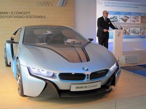 El vehículo híbrido BMW i8 en Barcelona