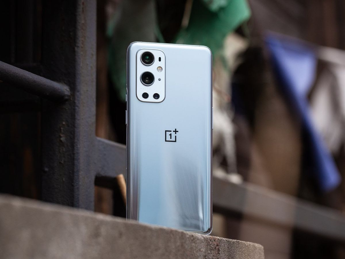 Awkward Moment: Thief snatches phone from man in Noida thinking its OnePlus 9 pro, returns it back