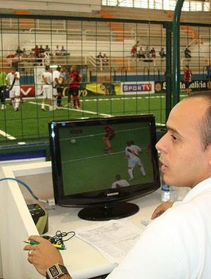 Diego Talim o personagem showbol (Foto: Flávio Diláscio / Globoesporte.com)