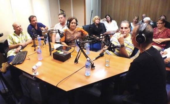 """Los Cinco en el programa """"La luz en lo oscuro"""". Foto: Radio Rebelde/ Facebook"""