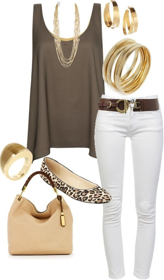 I love the color and drape of this flowy top with the white jeans and gold accessories!                             #abbigliamento