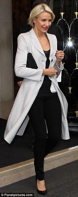 Impressionante: Cameron parecia elegante e sofisticada como ela fez a Paris Fashion Week, ontem rodadas