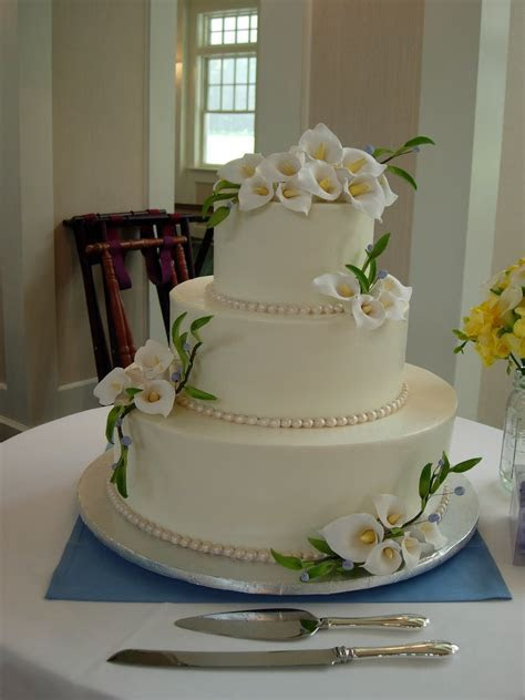 Artisan Bake Shop: Wedding Cake: Buttercream Tiers with