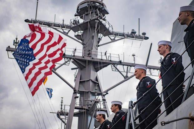Αποτέλεσμα εικόνας για 2.000 Κρητικοί κυνήγησαν και πολιόρκησαν και ξυλοφόρτωσαν Αμερικανούς ναύτες που προσέβαλαν Κρητικοπούλα