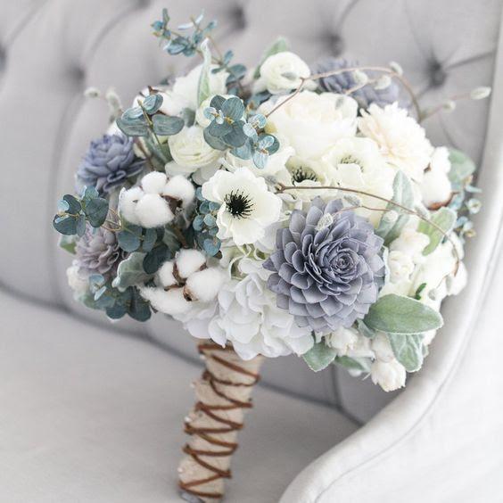 ein pastel wedding bouquet in hellgrün, Lavendel und cremigen Nuancen